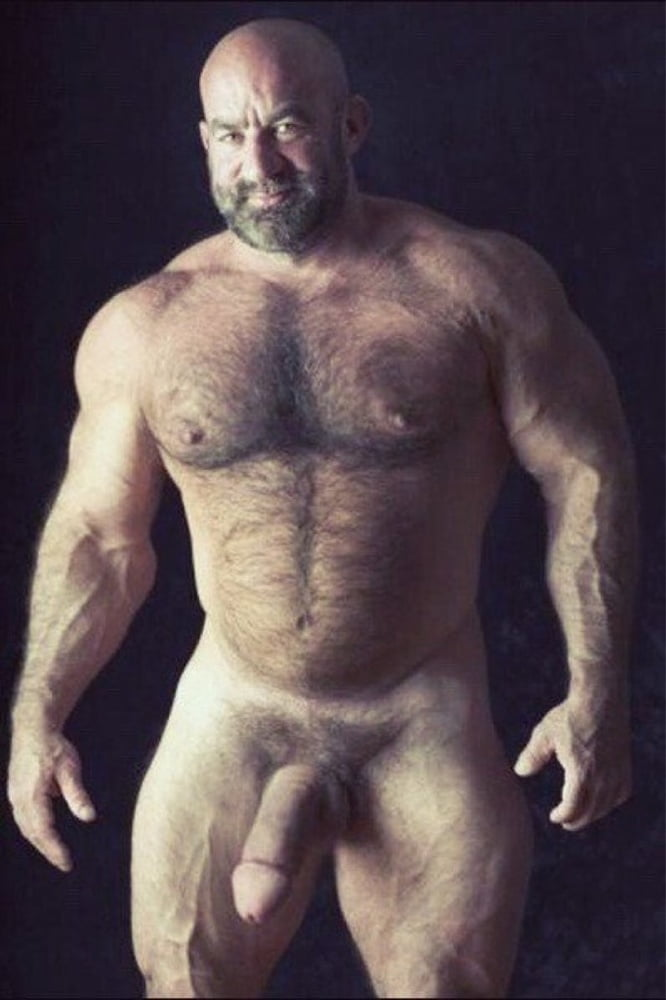 Muscle Bear Who Cooks In Nothing But An Apron Becomes Yougalery Hit