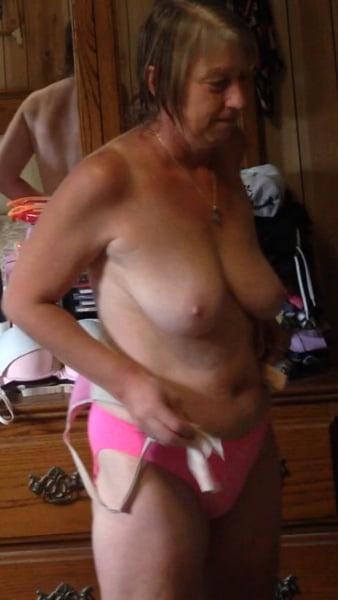 Tufftoy99 mature wife - 37 Pics