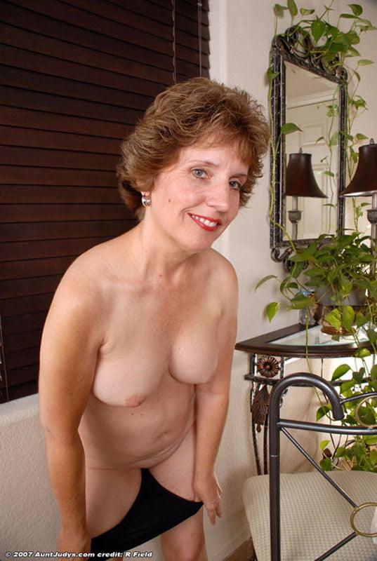 Horny older women 1 - 44 Pics