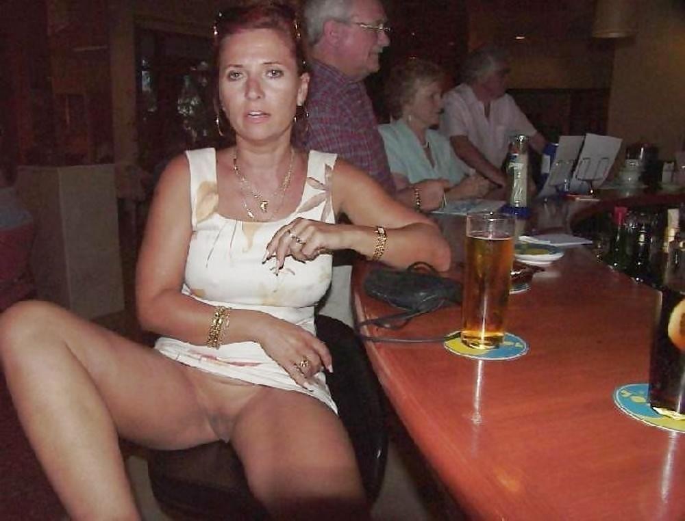 жена без трусиков с другом