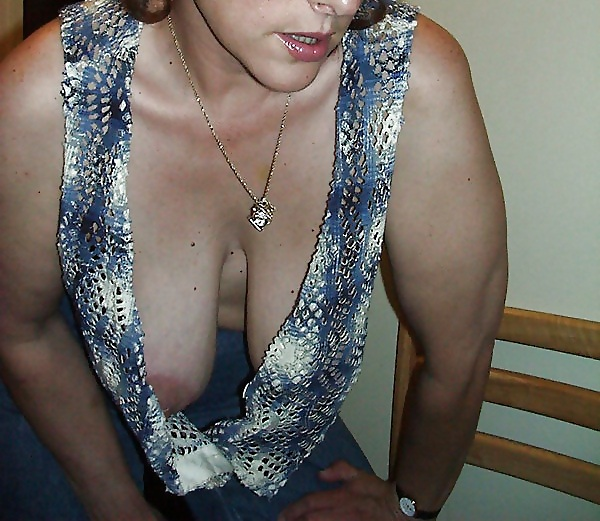 My Mom Downblouse - 14 Pics - Xhamstercom-8626