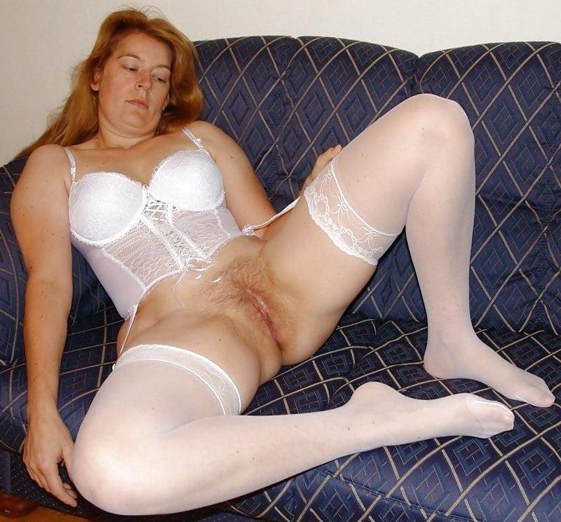 порно зрелые женщины в белых чулках