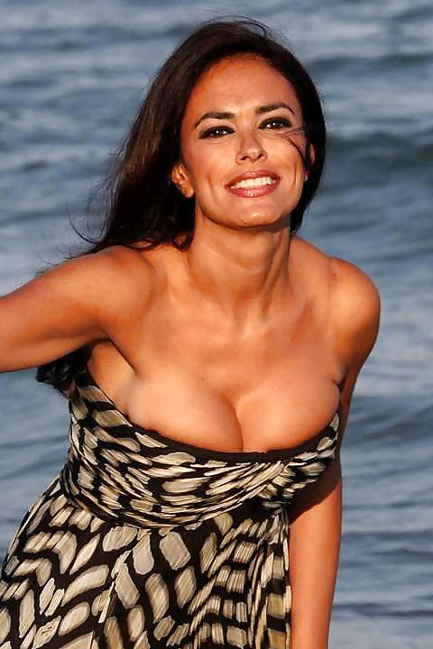 tease-cucinotta-maria-bare-breasts-brain-plasticity-ring