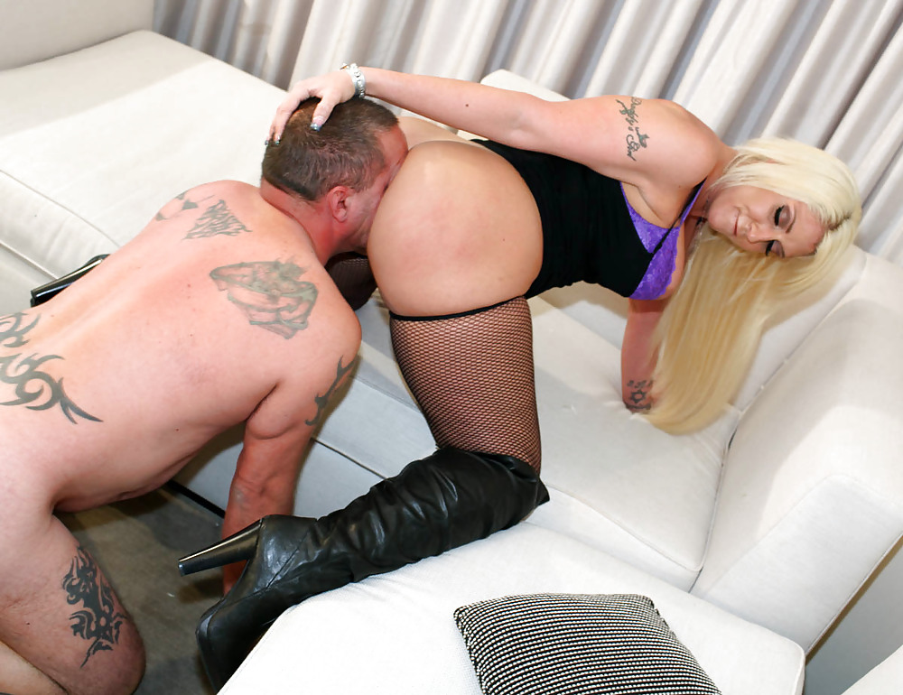 A big white mistress is forcing the black slave to ass worship