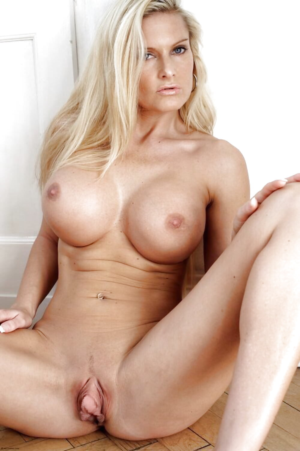 free-nude-blonde-milfs-pictures-homemade-skirt-porn