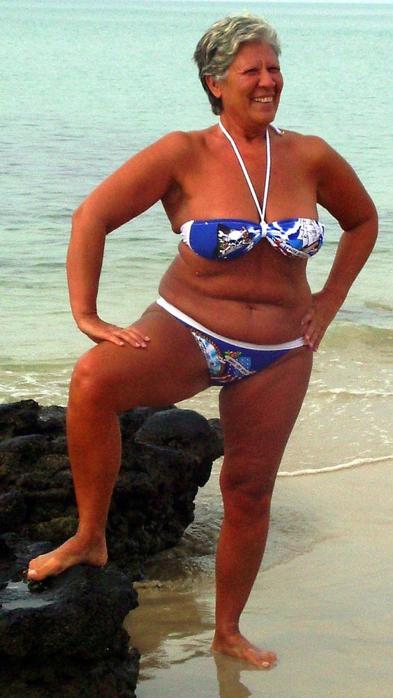 Nn women adult in bikinis — img 2
