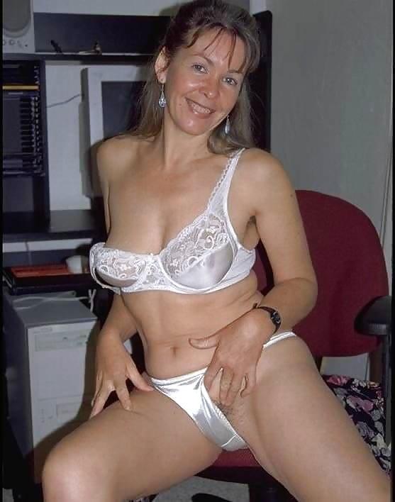 Mature panties porn pics