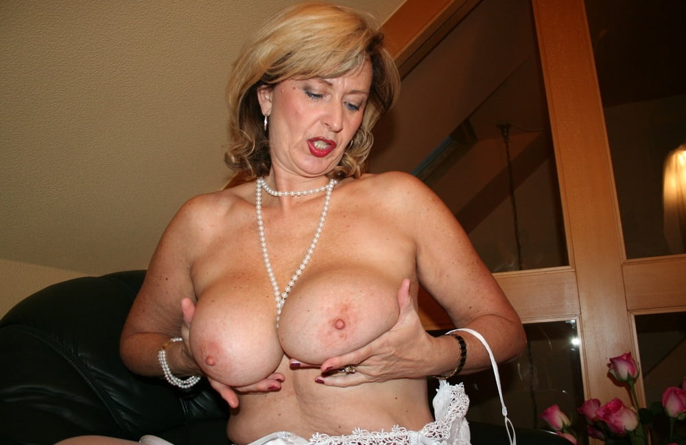 Mature hot sue boobs
