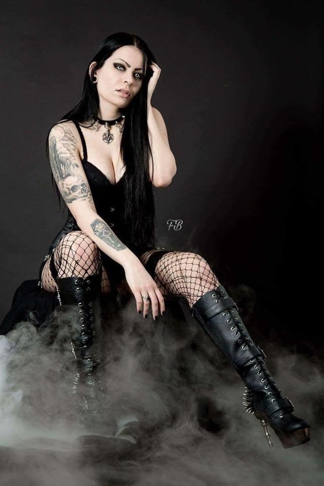 Neutronsex scene gothique girl sexy naked girl sex
