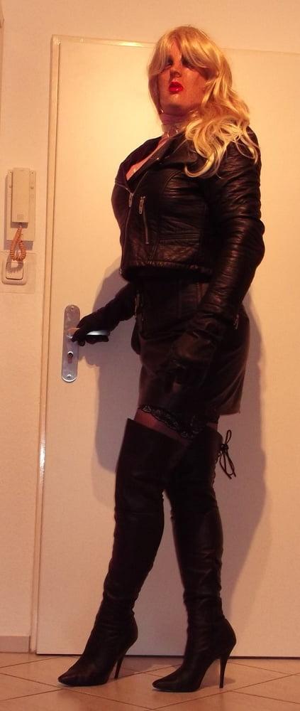 Leathermask - 14 Pics