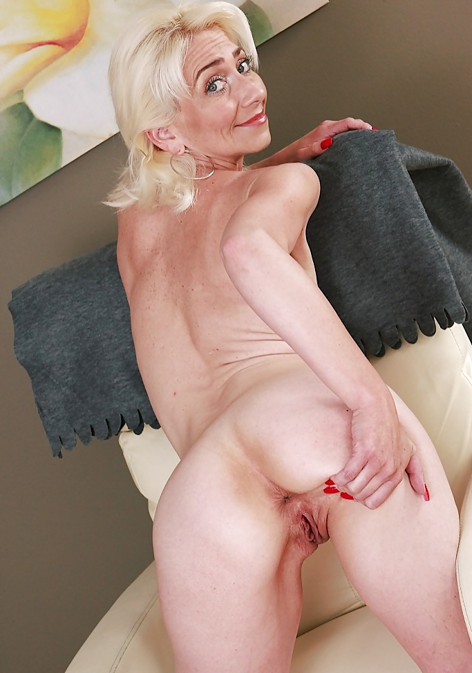 Porn spank nude skinny mature blondes