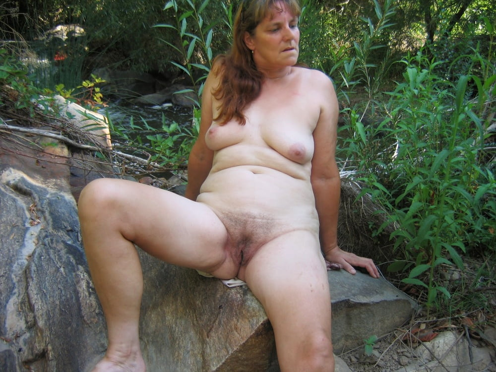 Outdoor mature women pictures, beautiful nude women, free mature porn pics