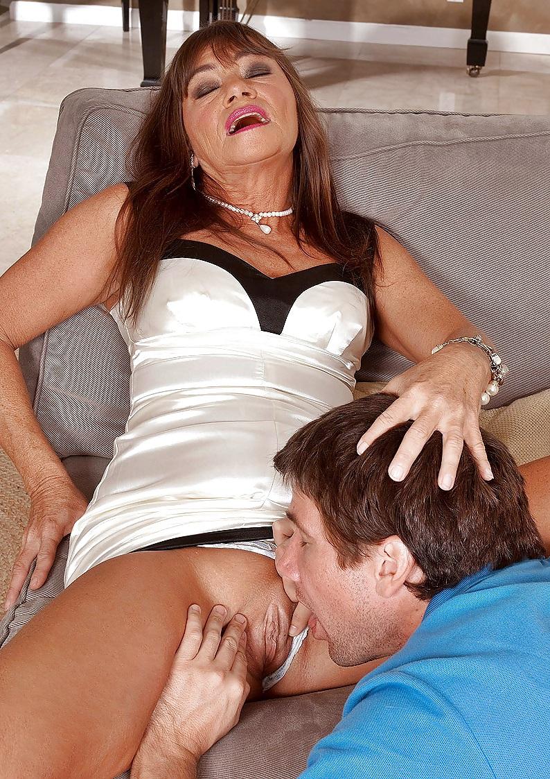 berezilsexy-mature-sexy-licking-young-nude