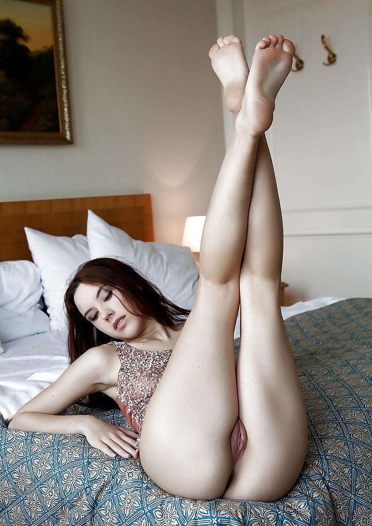 Nude girl missing legs 10
