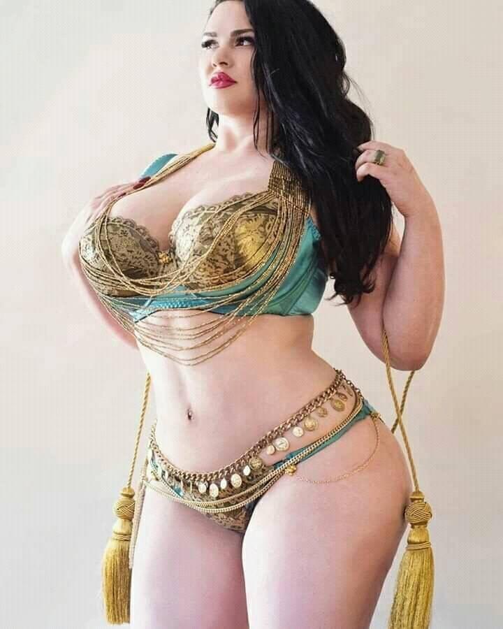 Hot busty arabian