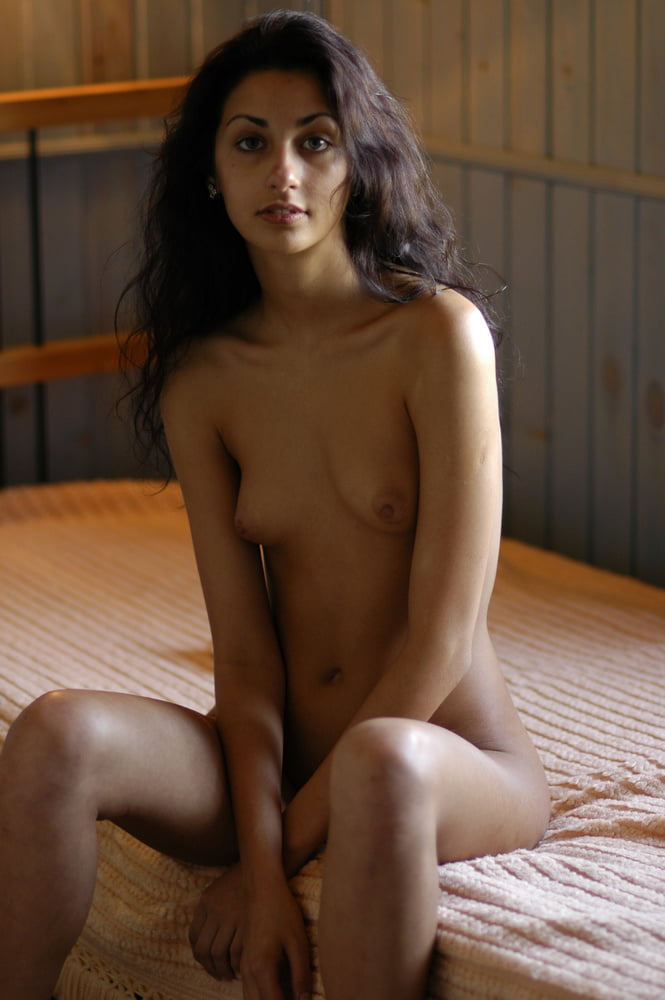 gypsy-young-girl-nude-perfect-ass