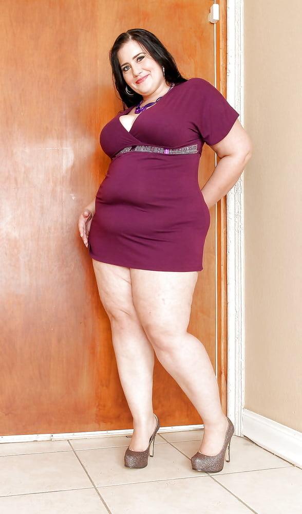 Жирный баба с мини юбкой