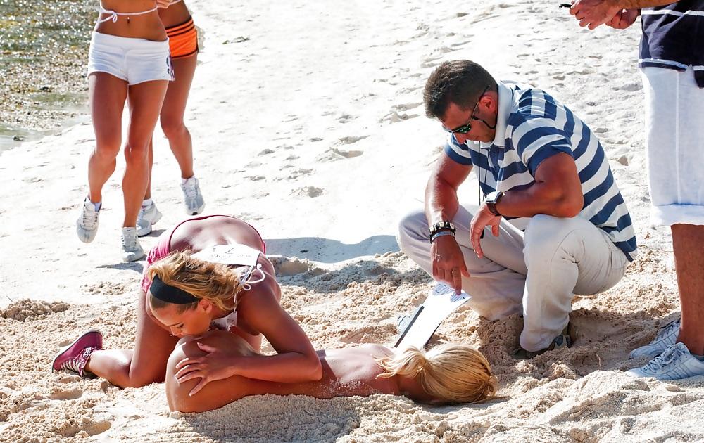 Ебутся на пляже ролики