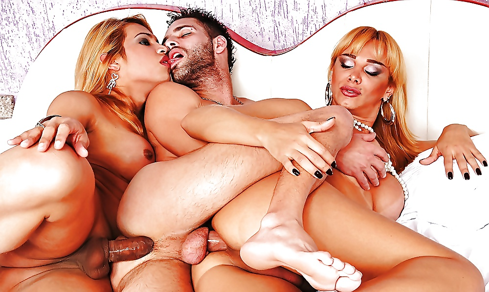 sexy-shemales-group-threesome-tits-thick