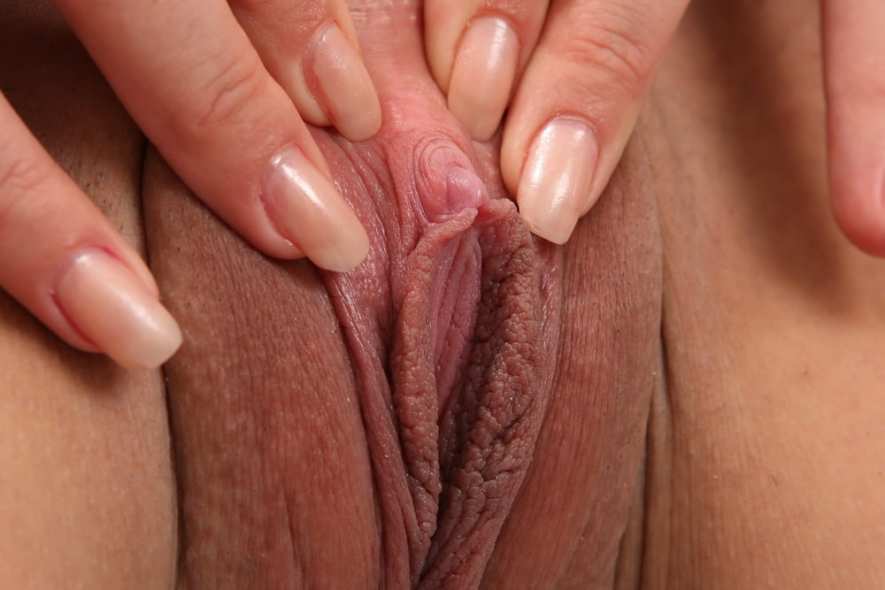 pussy-pics-clit-sister