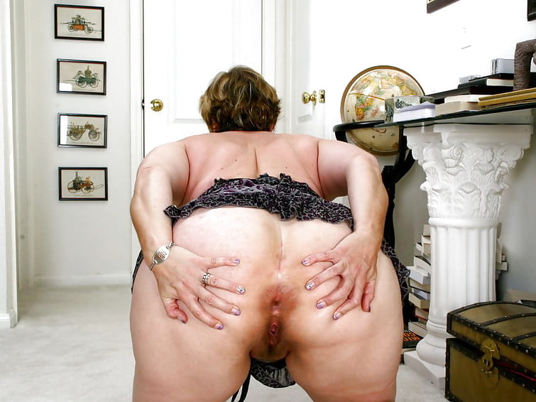 Sexy granny booty — pic 4