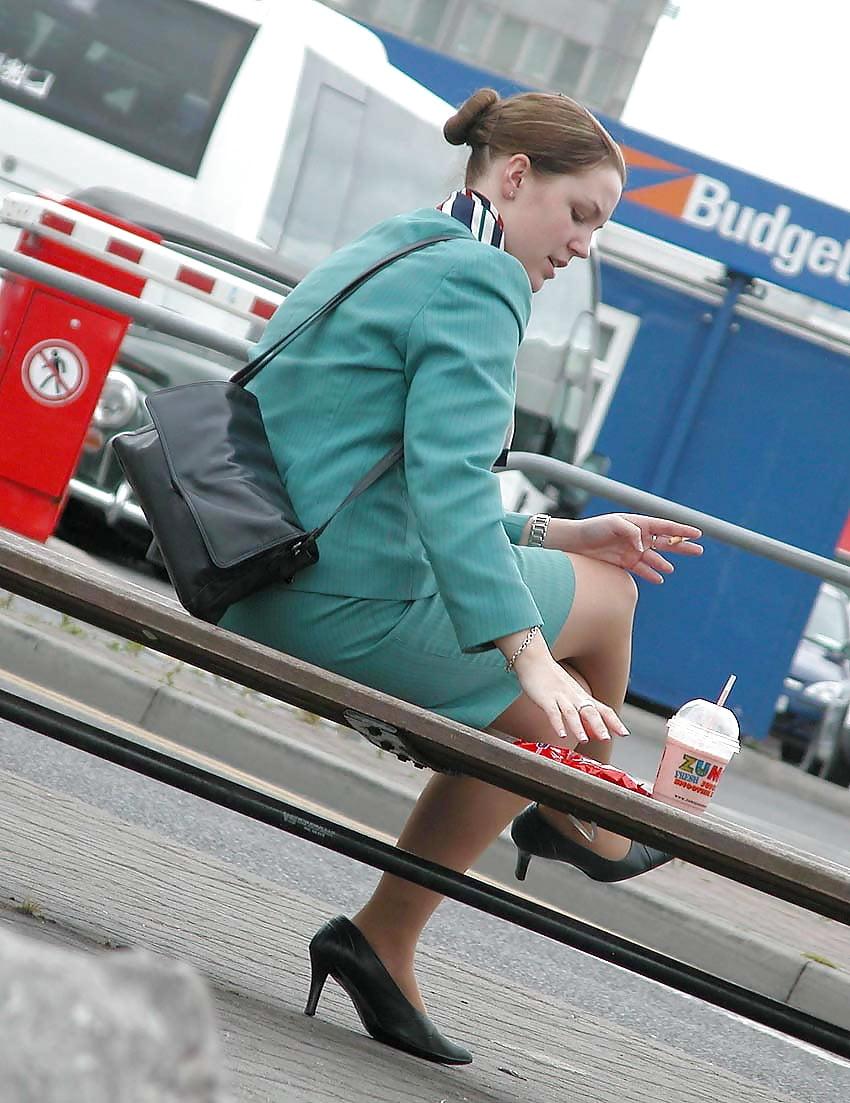 подглядывания под юбки стюардессам