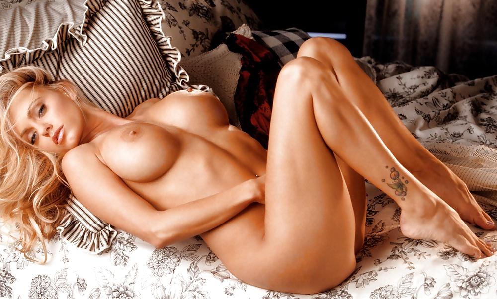 nastoyashie-orgazmi-devushek-iz-pleyboya-konchil-v-tolstushku-porno-foto