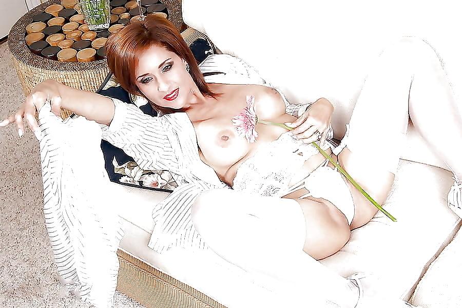 porno-foto-devushki-v-belom-nizhnem