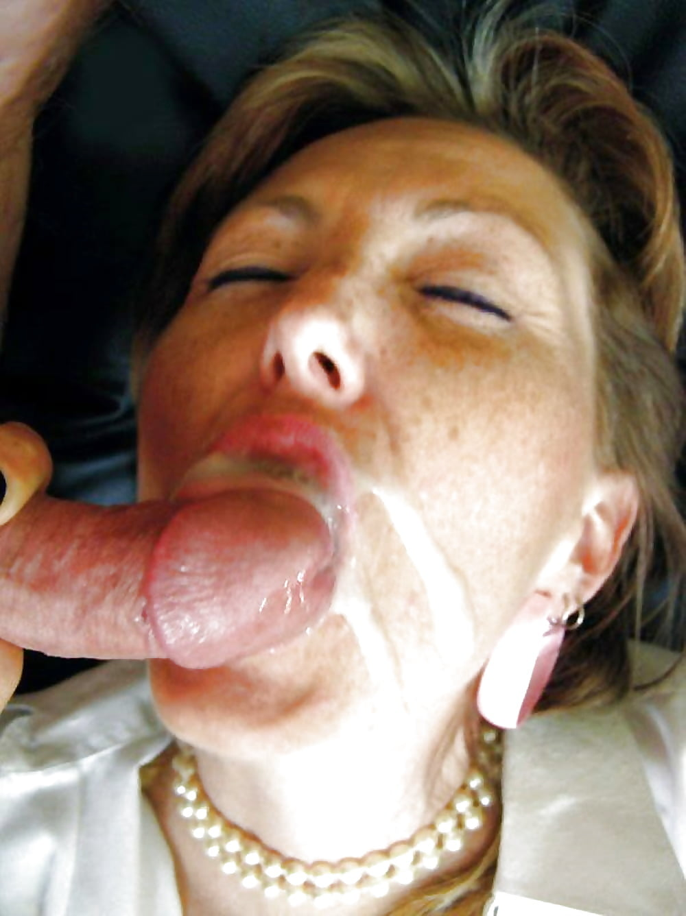 Adult women swallowing man sperm — photo 5