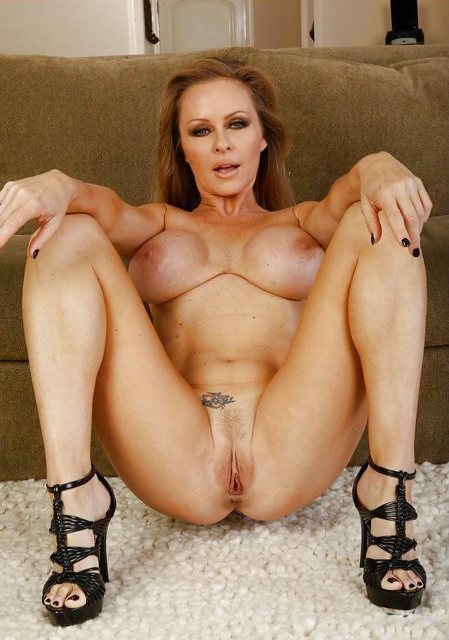 foto-goloy-porno-aktrisi-diani-lauren-dzhakuzi-erotika