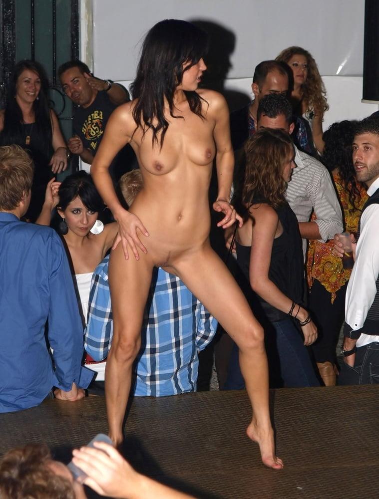 Sexi dance nude-6667