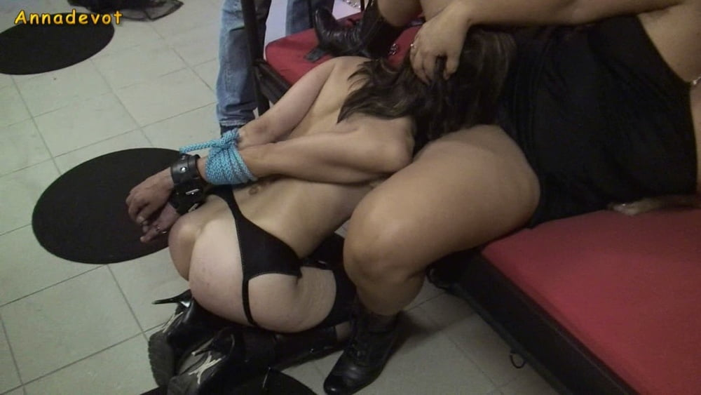 Submissive slave - women know what women want - 15 Pics