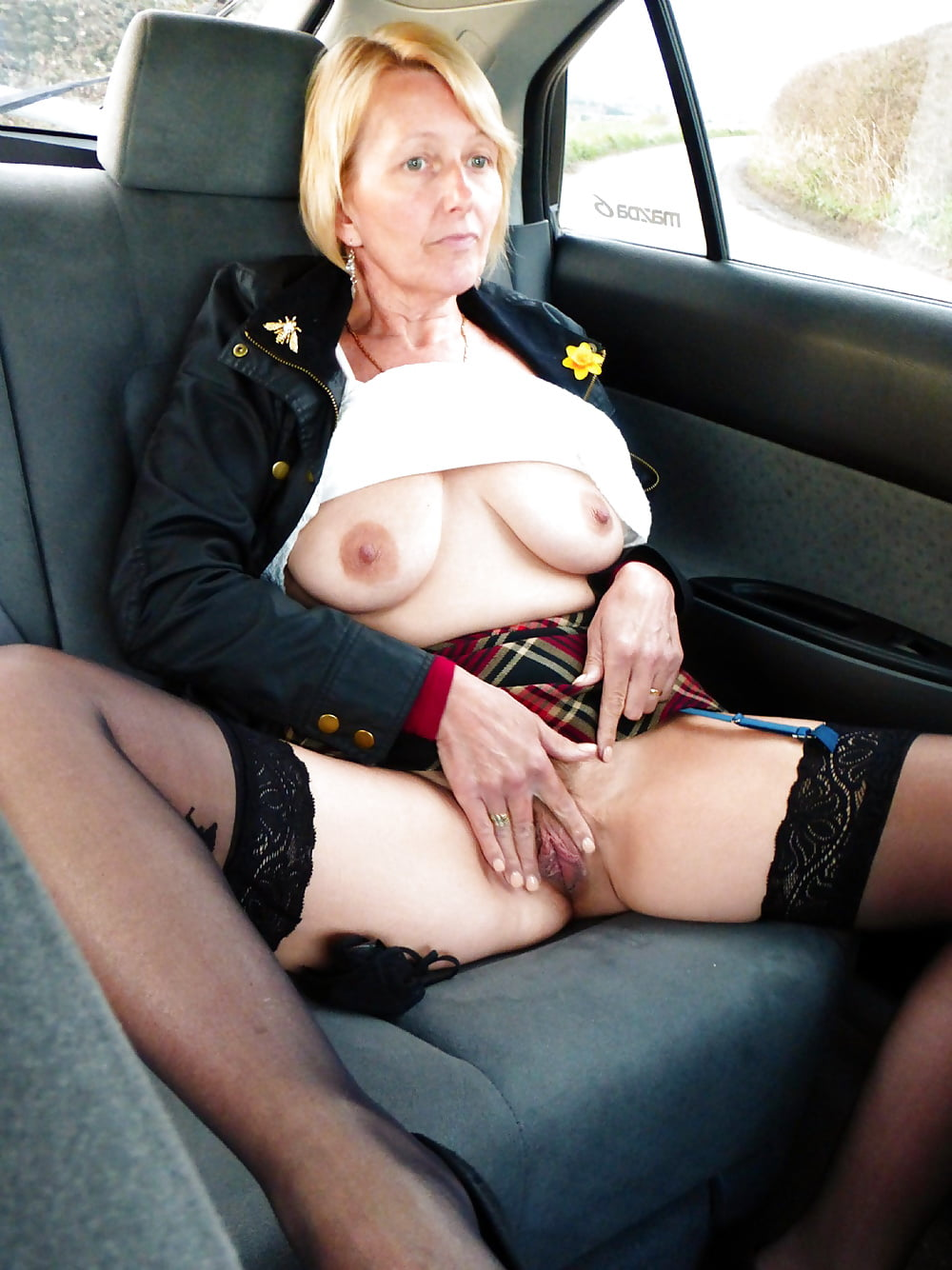 middle-aged-ladys-naked-in-cars
