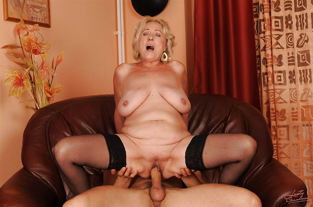 Mature pornsite — photo 11