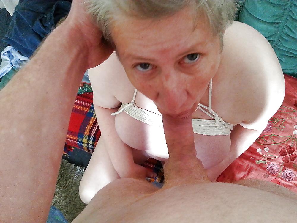 Nutte Reife Dunkelhaarig Deepthroat