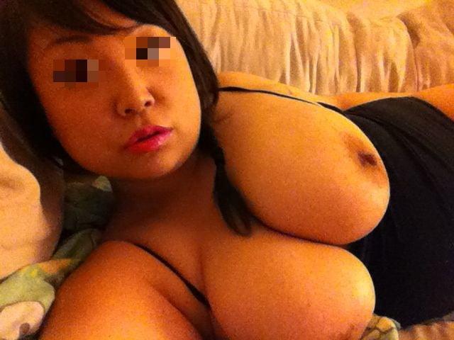BUSTY ASIAN WIFEY - 11 Pics