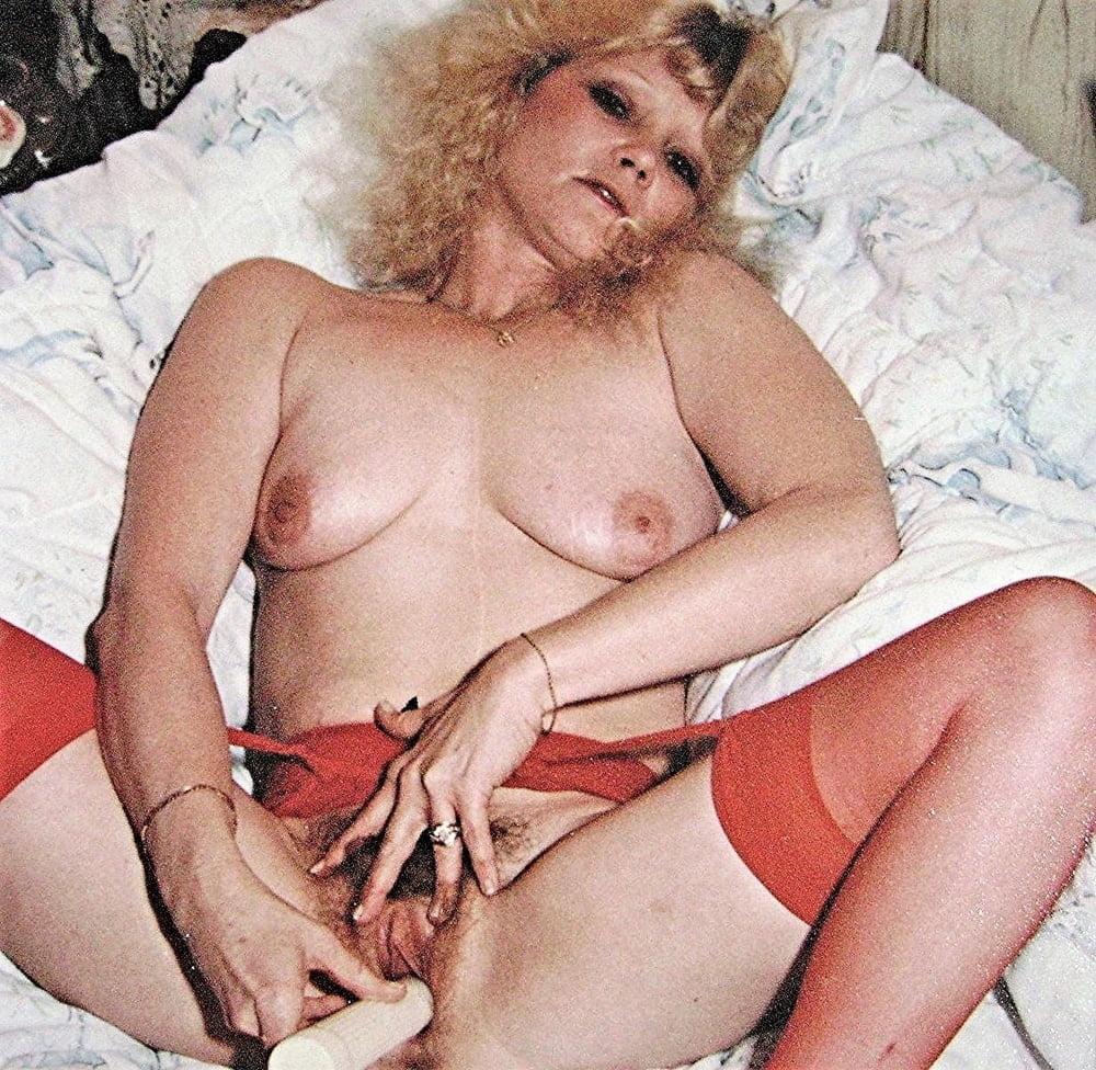 Big pussy, big labia, saggy tits, belly, big ass, hairy - 7 Pics