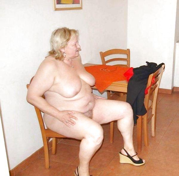 Older women mastabating-8723