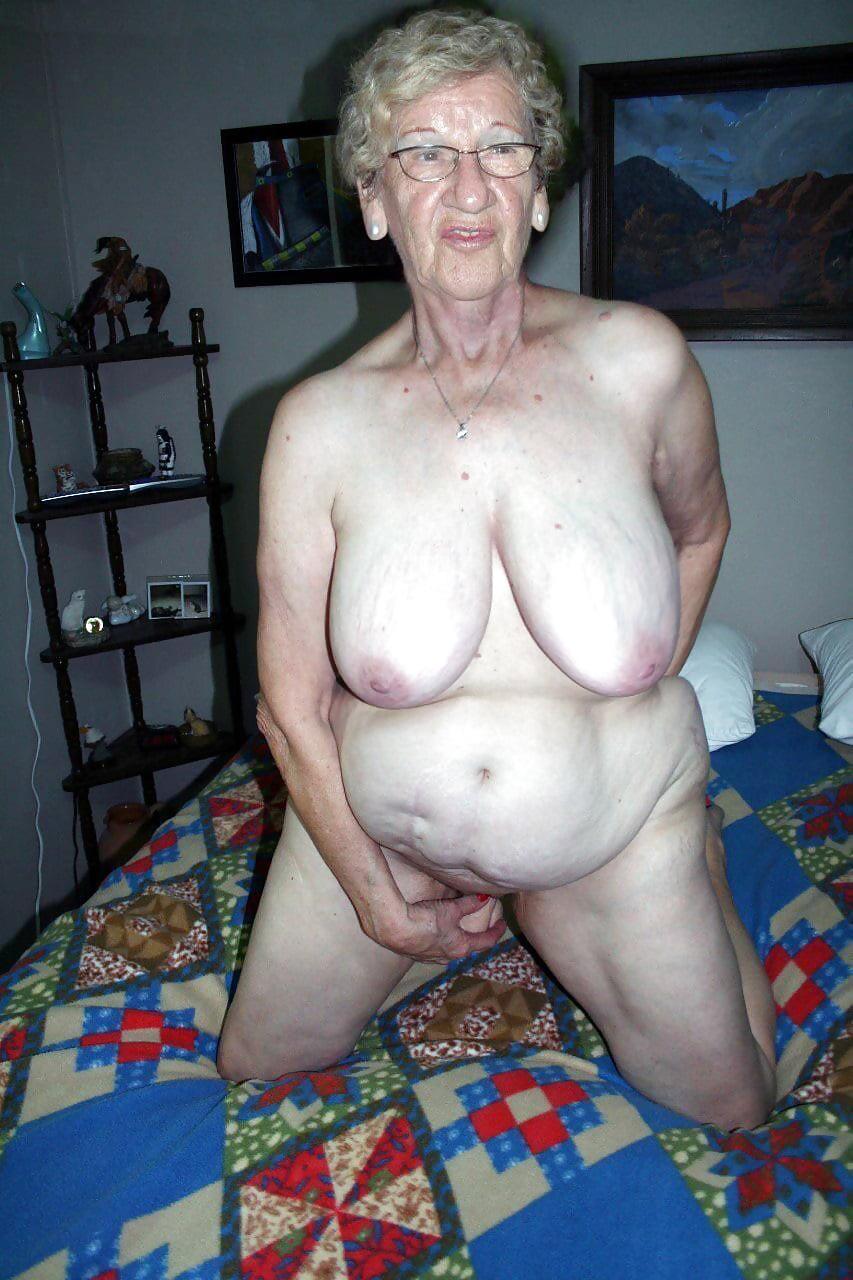 Naked oma 'Glamorous grannies'