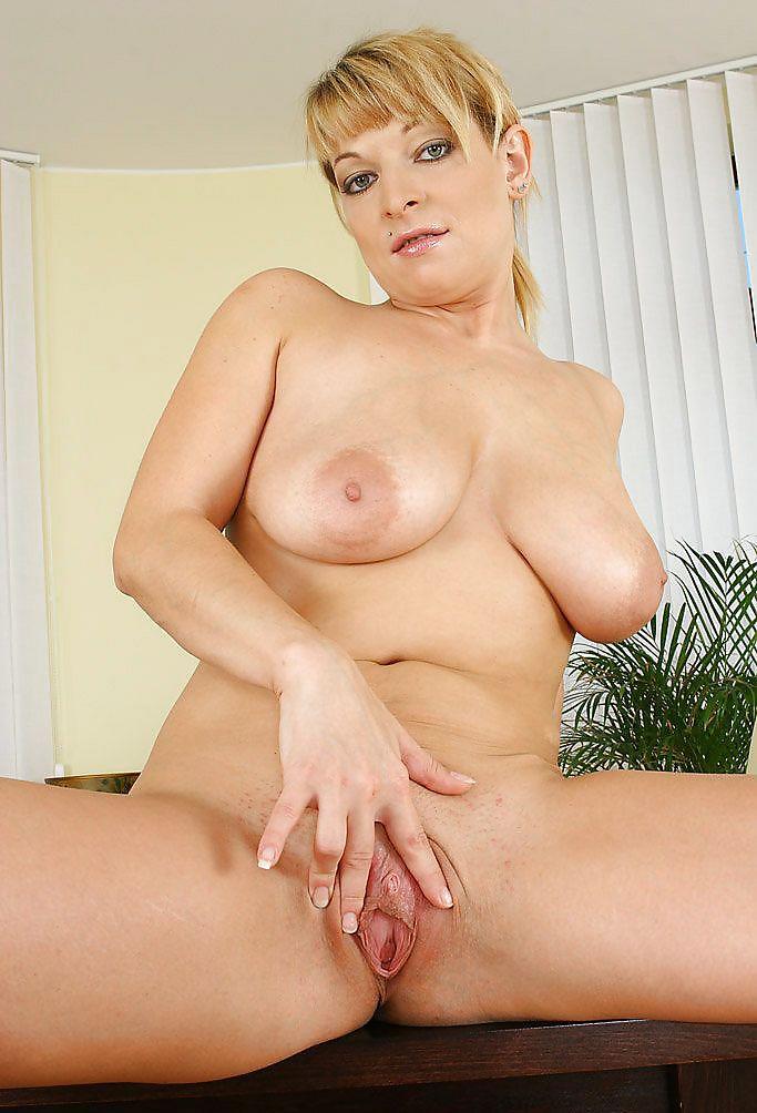 Skinny mom shows her tender slender body in solo xxx photos