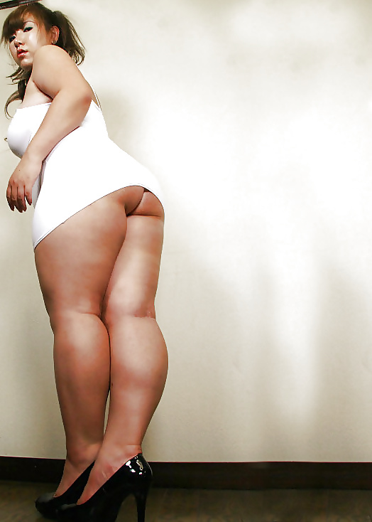 Gorgeous Curvy Girl Shows Off Her Legs Thighs And Ass Youp Stufferdb 1