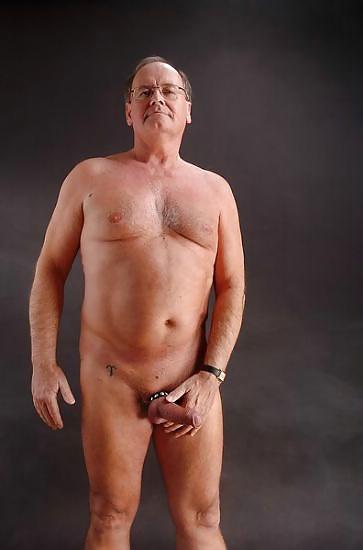 white-mature-naked-mans-girl-fucks-cable-guy