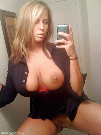 Nackt milf selfies YOLO Selfie