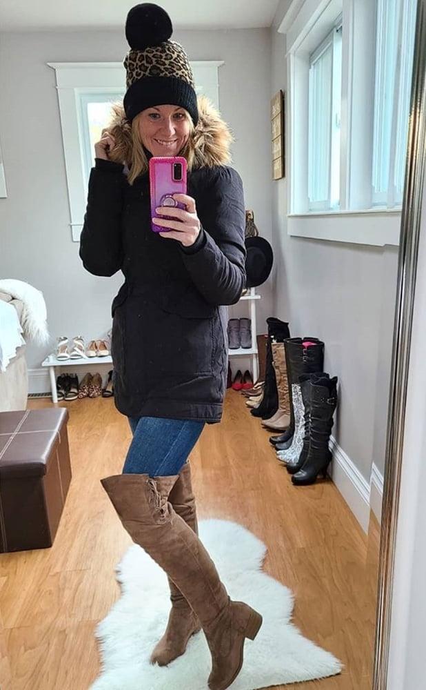 Milfs & Gilfs wearing boots no.110 - 39 Pics