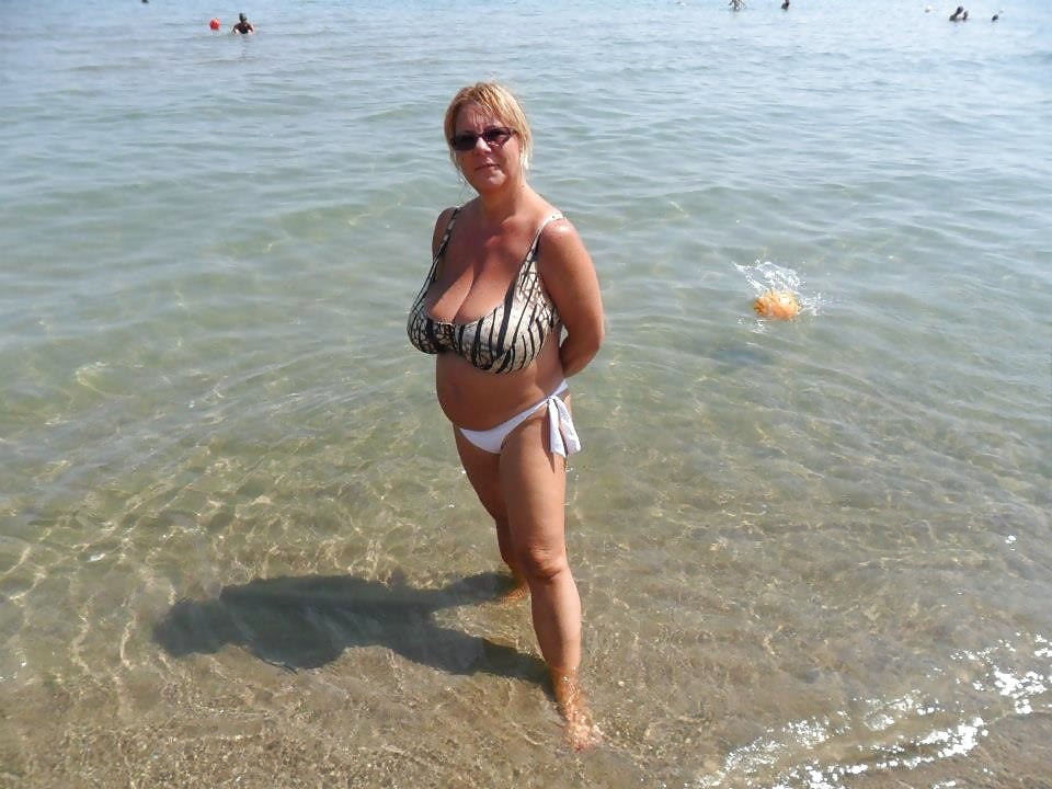 Big breasted nude mature women-6035