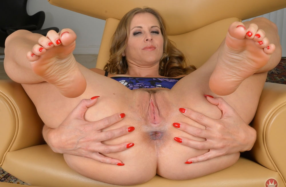 Milf foot fetish sex pics with hot mature butts