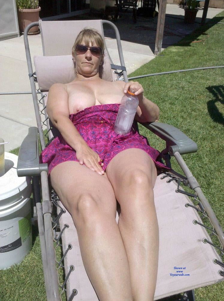 Sexy blonde milf with great tits - 15 Pics