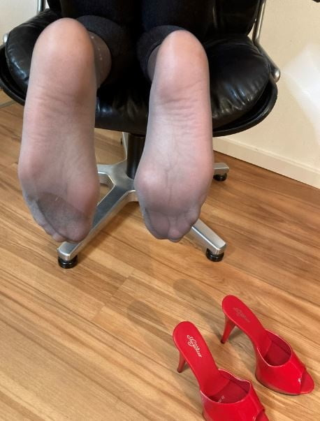 Black Spandex Leggings and Red High Heel Mules - 36 Pics