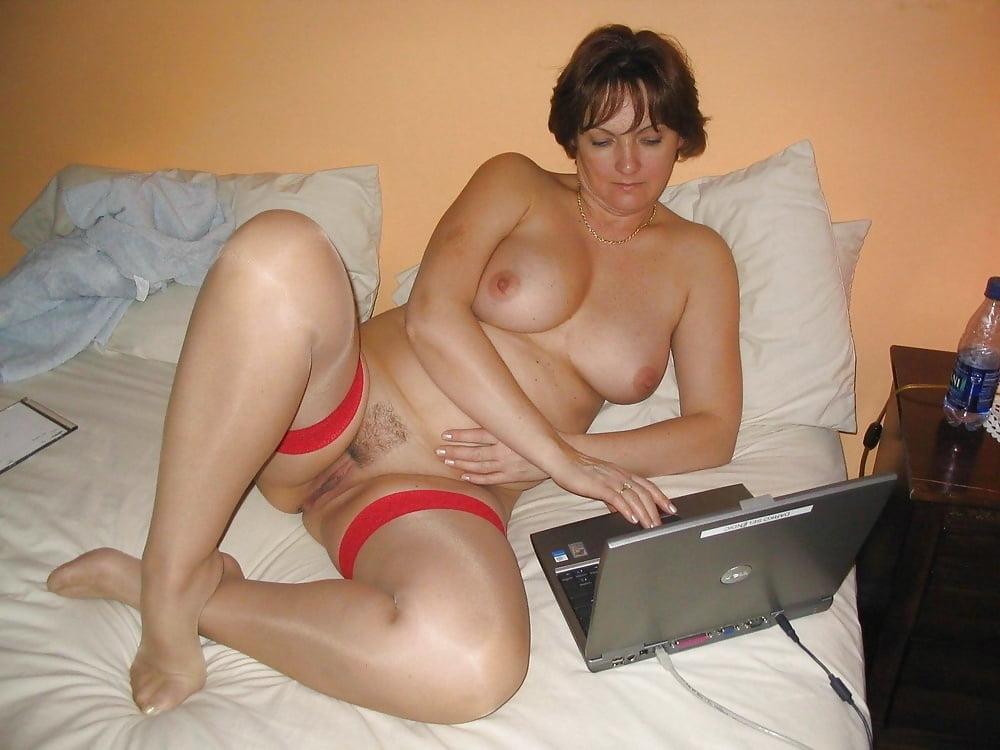 amateur girls naked photos