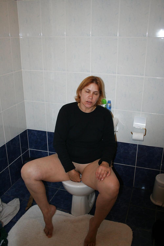 Матюрки в туалете фото, влагалищно анальный секс